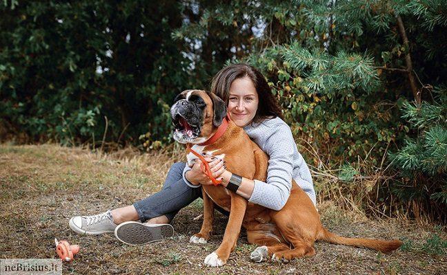 Grynaveislė vokiečių bokserė tik iš trečio karto atrado namus taip meilės išsiilgusio šunelio dar nematė