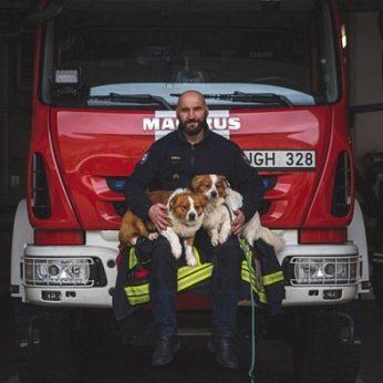 Neįprasta Panevėžio ugniagesių fotosesija su gyvūnais: prašo padėti
