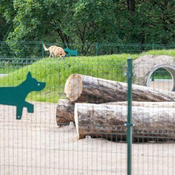 Keturkojų ir jų šeimininkų džiaugsmui Vilniuje – 2 naujos ir 2 renovuotos vedžiojimo aikštelės