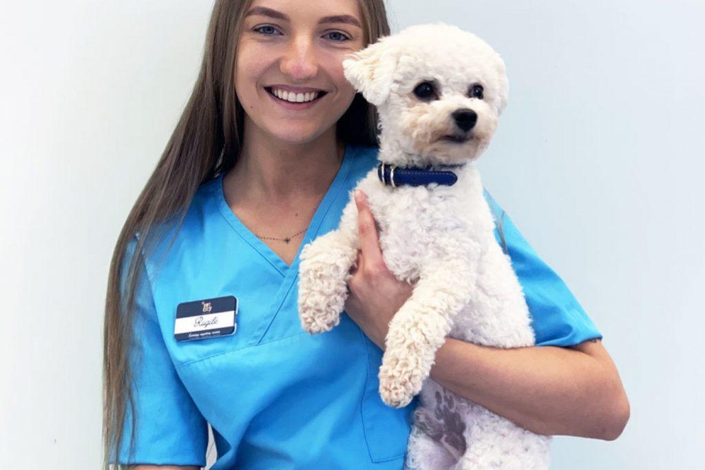 """""""PetCity"""" veterinarijos klinikos gydytoja Rugilė Ivoškaitė. Pranešimo spaudai nuotr."""